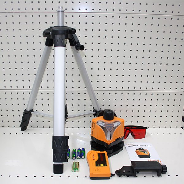 M50322 Kit manual levelling rotating laser kit tripod and receiver outdoors